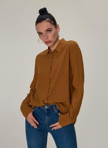 NGSTYLE Düğme Detaylı Dökümlü Gömlek Taba